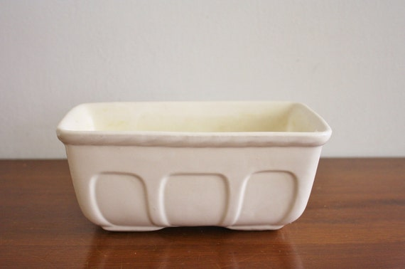 Vintage white scalloped planter, Hull Pottery