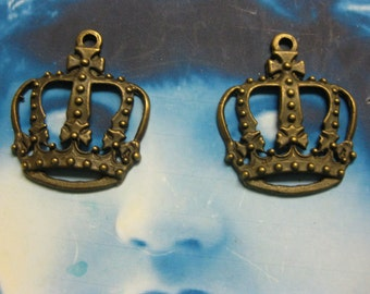 Clearance Closeout Sale Antique Bronze Ox Ornate Crown Penedants 2090BRZ x2