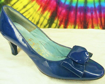 5.5-6-6.5 vtg 60s blue patent leather bow-toe pumps shoes NOS 6.5 extra narrow