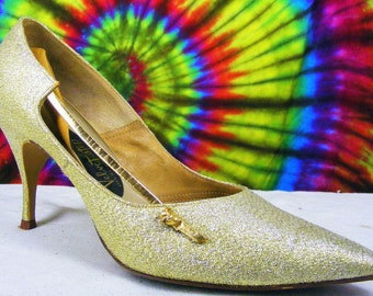 Size 8-8.5 vintage 50s-60s gold fabric Velvet Step pointy toe stiletto heels pumps shoes narrow