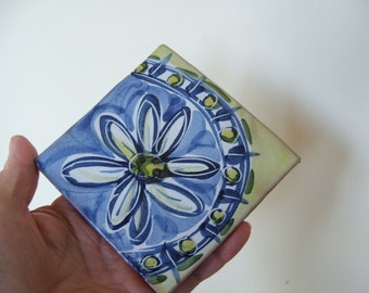 Vintage Clay Tile with Daisy