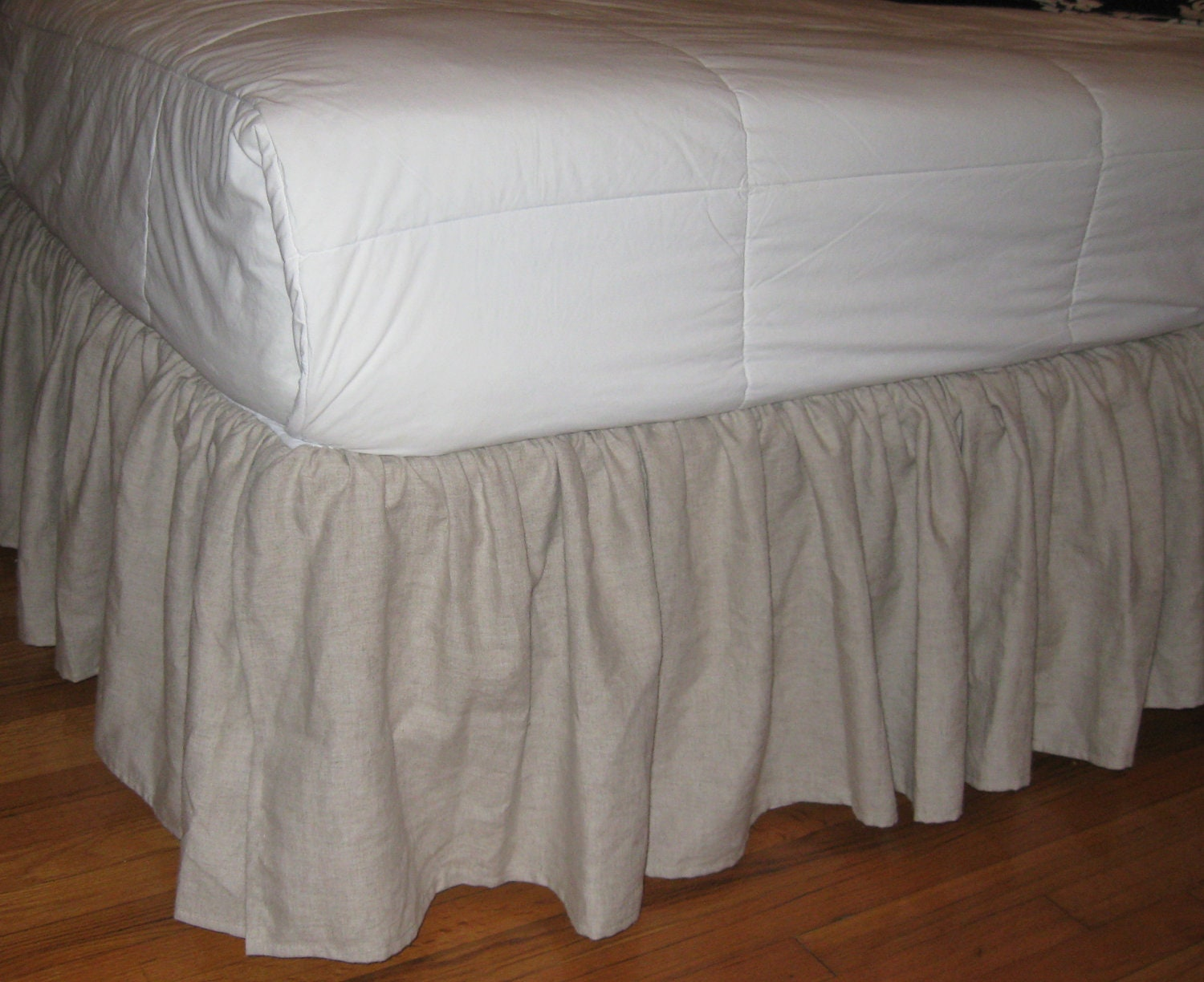 Bed skirts are also included with many of the bedding sets found online at specialtysports.ga At specialtysports.ga you will find a large assortment of bed skirts that you can mix and match to create a unique look for your bed, When searching for a new bed skirt, just look for one that complements the bedding decor in your bedroom.