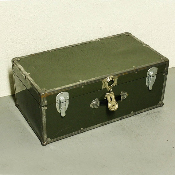 Vintage case trunk luggage suitcase foot locker metal