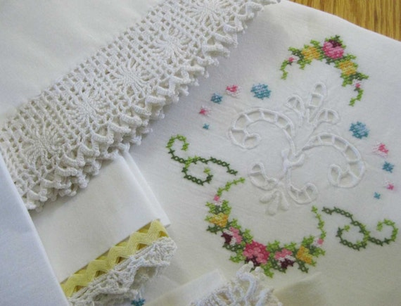 5 Vintage Pillowcases 100% COTTON 2 Pairs 1 Single Pillowcase Crochet Embroidery Ex cond.