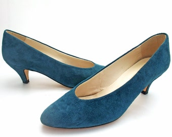 Vintage Pumps 1980s Shoes Teal Blue Suede 80s Classic Pointy Toe High Heels Sexy Office Italian Suede Leather Italy Bandolino size 6 Narrow