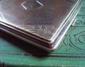 Elegante Cool Engraved Vintage Silverplate Cig Case Beautiful Object
