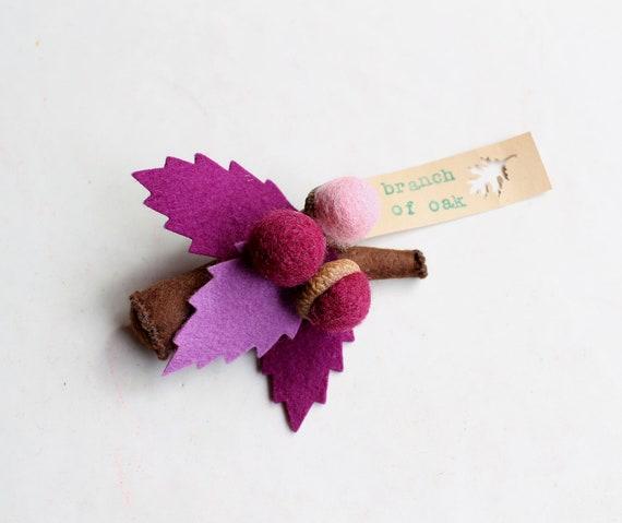 Brooch felt, purple leaves with acorns, branch oak. Felt accessorie woman