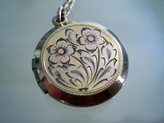 Vintage Etched Gold Floral Locket and Chain