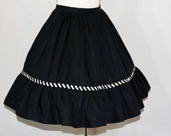 1950s skirt / The Carnival Vintage 50's Black & White Skirt Carousel Rik Rak