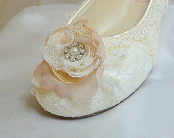 Lace Wedding Ballet Flats .. Ivory and Blush Bridal Flats .. Vintage Lace .. Lacy Bridal Flats .. Shabby Chic Rose..