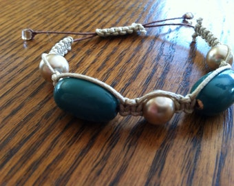 Macramé bracelet teal and pearls
