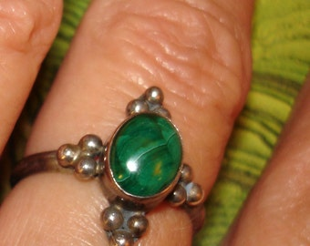 vintage sterling silver ring with malachite cabochon