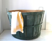 vintage 1950s bushel basket. dark green apple basket, 5 peck size. rustic primitive home decor / back to school storage / organization.