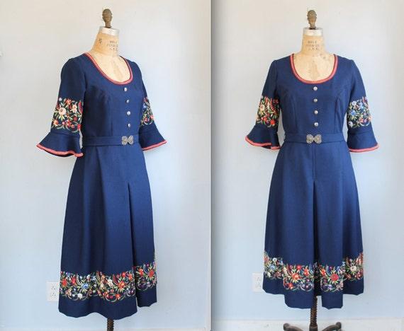vintage 1970s folk dress. Sm/Med. Blue Swiss Bavarian embroidered frock / eveteam fall  / the BEER GARDEN dress