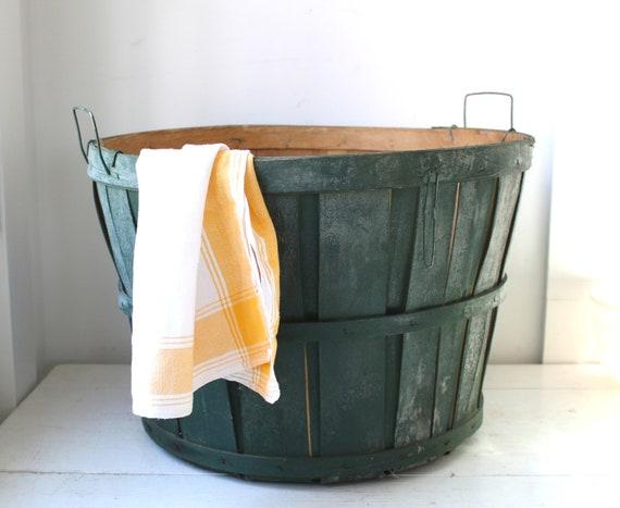 vintage 1950s bushel basket. dark green apple basket, 5 peck size. rustic primitive home decor / back to school storage / organization.