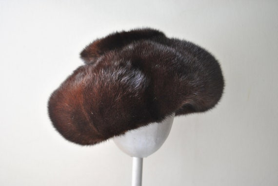 Glamour vintage 50s dark chocolade brown genuine glossy  mink beret  by Mondaldo's