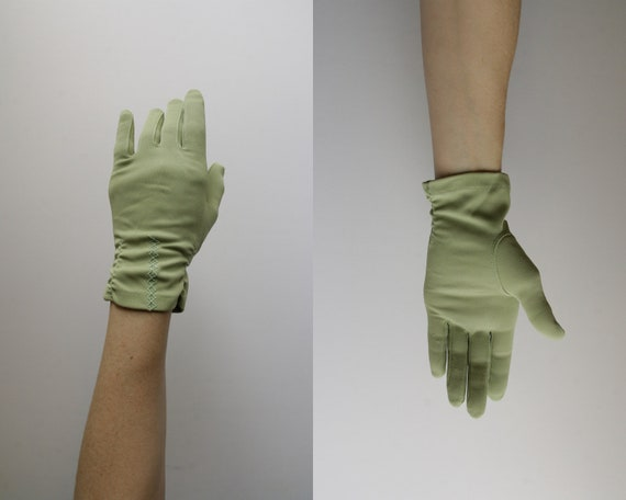 Vintage Gloves . Green . Driving Gloves . Mid Century . High Fashion . Embroidered