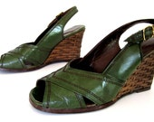 vintage 1970s OLIVE green leather SLING back adlib spain PEEP toe woven wicker wedges womens 6 1/2 7 A M A Z I N G chic studio 54 resort