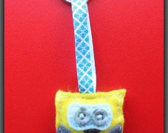 Yellow Owl Keychain|hand cut keychain|felt keychain|hand sewn|little owl|cute