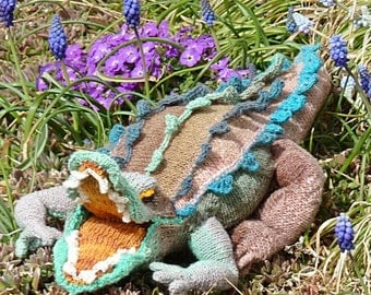 Cantankerous Crocodile knitting  pattern