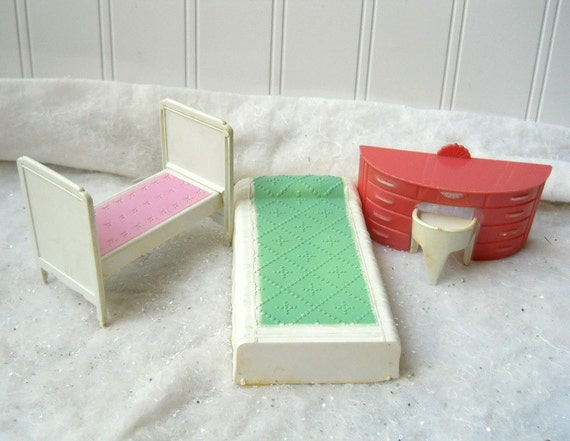 Vintage Doll House Bedroom Furniture Plastic Plasco Mint