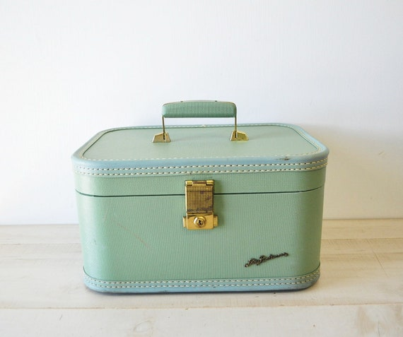 lovely mint green vintage lady baltimore travel case luggage