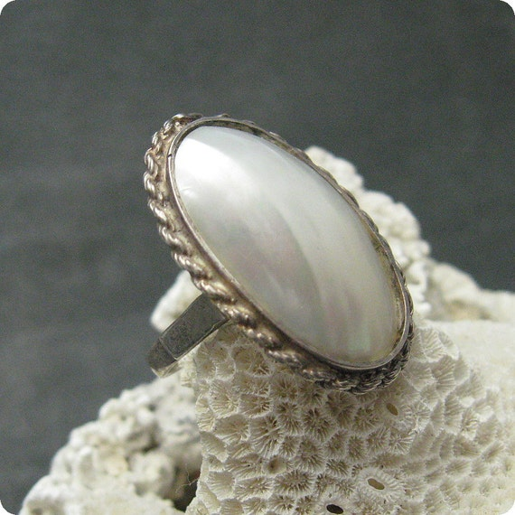 Large Sterling Ring Mother of Pearl Shell Unusual R4716