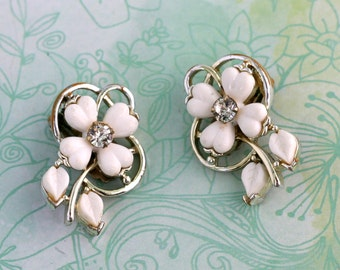Vintage Kramer White Flower Earrings