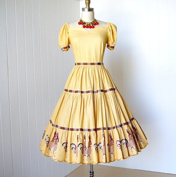vintage 1950's dress ...fun & flirty EMBELLISHED ROOSTER novelty print sequined feathers rhinestone eyes yellow gingham pin-up dress