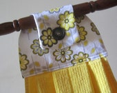 Hanging Towel - Yellow and Daisies
