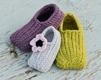 Crochet Slipper Pattern - Knit look Slippers (Newborn to Child Size 12)