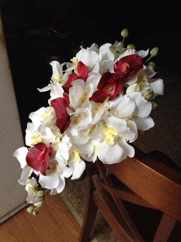 wei und rot die kaskadierung brautstrauss orchidee. Black Bedroom Furniture Sets. Home Design Ideas