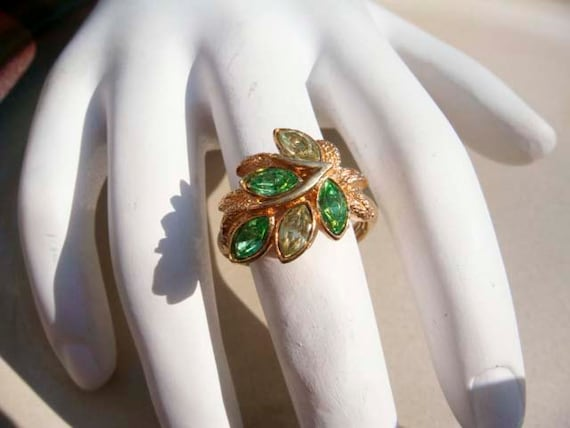 Vintage Emerald AVON leaf ring size 5