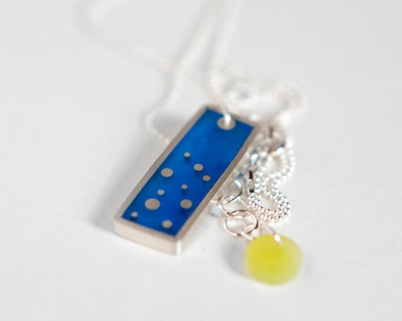 That Feeling necklace in blue resin and sterling silver, dots