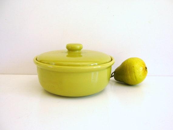 Vintage Bauer Casserole / Chartreuse / Covered Baking dish / Retro Kitchen