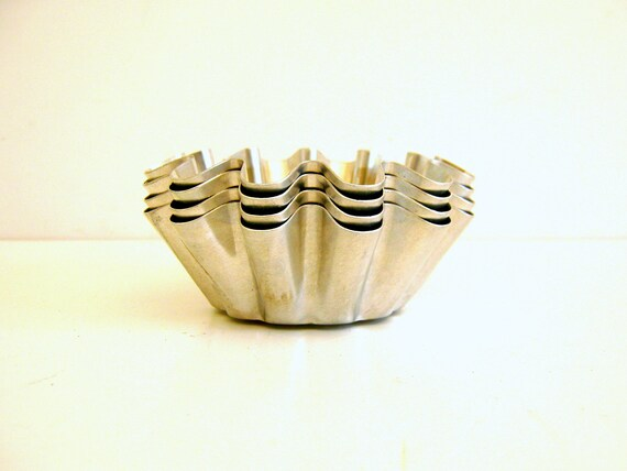 Aluminum Tart Pans /  Soap Molds / Vintage / Silver Metallic / Vestiesteam / TheBestVintage
