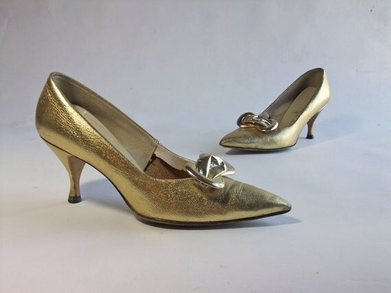 Vintage 1960s Shoes //  Bright Metallic Gold Mad Men Era Bombshell Shoes Size 7 B