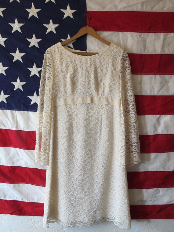Vintage 1960's Ivory Lace Wedding Dress