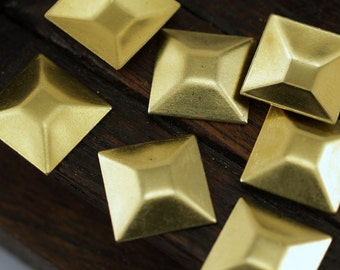 25 Raw Brass Square Pyramid Stamping  (13 Mm) Brs 571 - 0 ( A0060 )