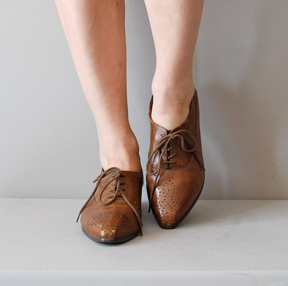 leather oxfords / vintage 80s oxford shoes / tooled leather oxfords