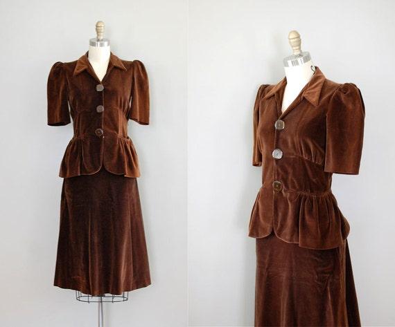 1940s dress / vintage 40s dress / velvet / Play the Part dress