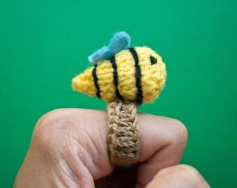 Momshoo- Knitted buzzy bee amigurumi ring