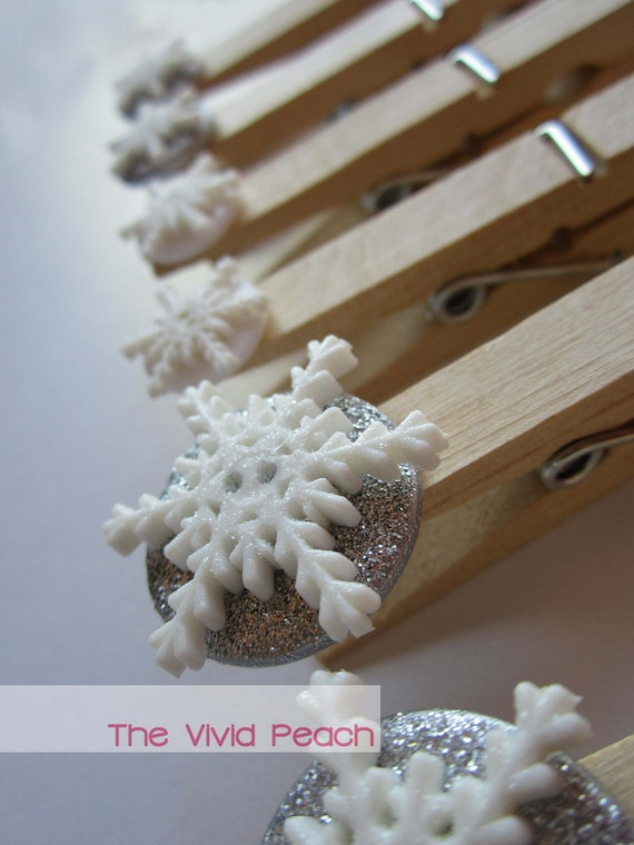 All That Glitters. Garland Clips. Christmas Card Display