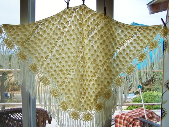 Ivory Shawl Crochet Fringe Beauty osfa BuY 2 GeT 1 FREE SALE on all Vintage now