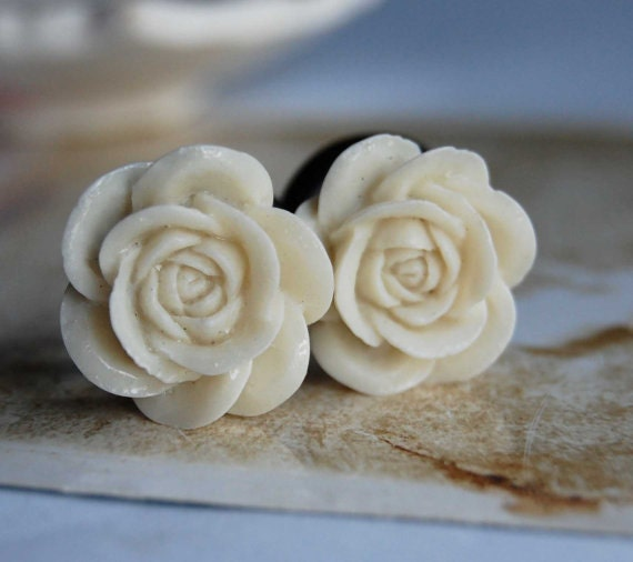 00g (10mm) Ivory White Rose Flower Plugs-for stretched ears