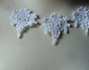SALE 5 Flower Appliques in White  Venise Lace for Earrings, Necklaces, Jewelry Supply, Bridal,  Altered Couture,Costume Design