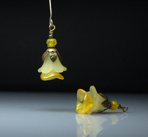 Vintage Style Bead Dangles Yellow Lucite Flower Pair Y17