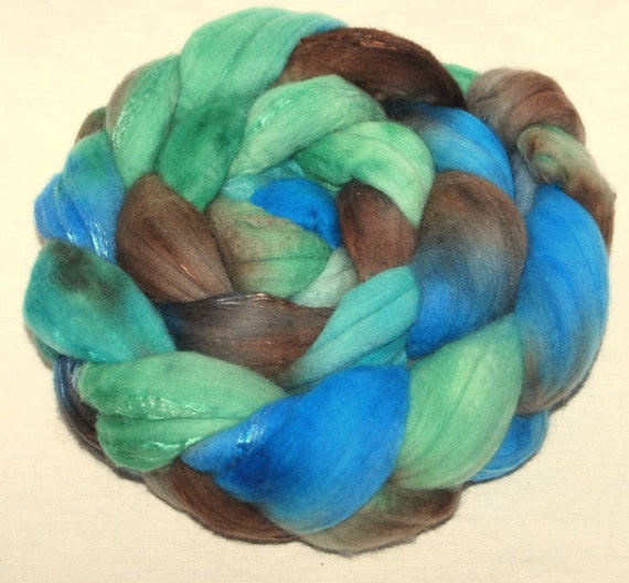 18.5 mic Merino and Grade A Mulberry Silk Handpainted 121g top roving spinning fibre