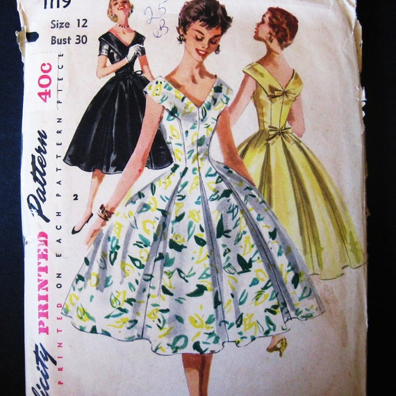 Vintage 50s Dress Pattern Fitted Bodice Extra Full Skirt Wide V Neck Simplicity 1119 Princess Bombshell Bust 30