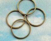 20 closed rings, antiqued bronze tone, 17mm